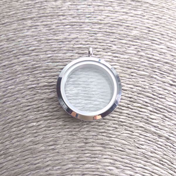 floating-locket-sute-jewelry