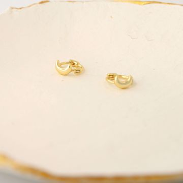 Imagem de Mini moon golden huggie earring