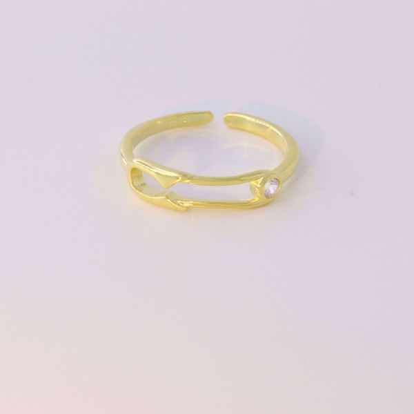 Picture of Safety pin ring | golden