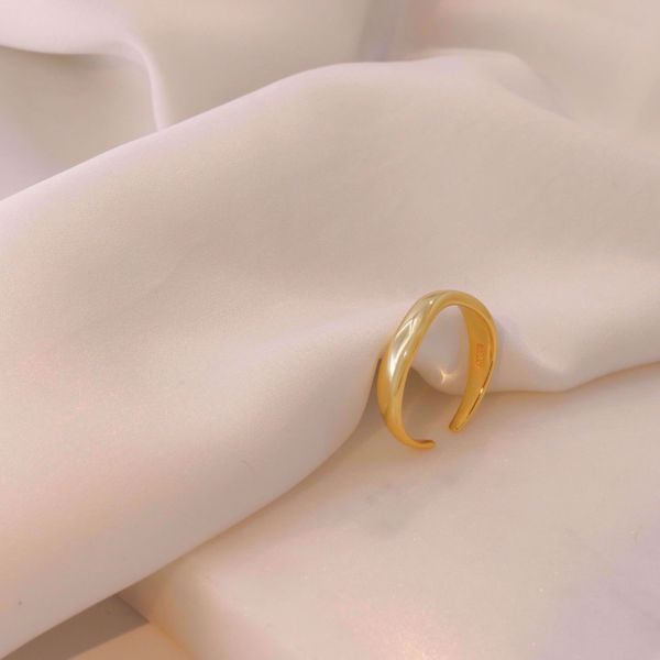 Picture of Wind Bold Ring | Golden