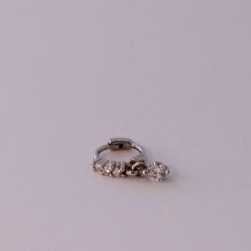 Imagem de shine silver huggie earring