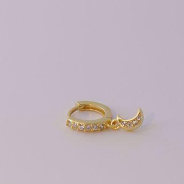 Imagem de moon golden huggie earring