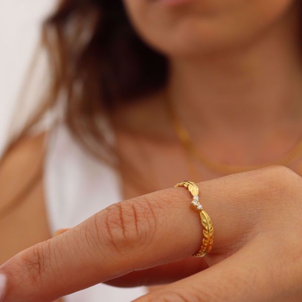 Imagem de Leaves & sparkling ring | Golden