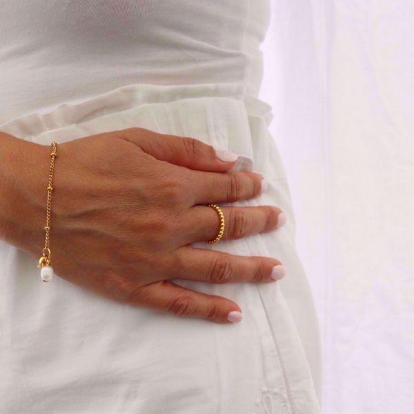 Imagem de Beads pearl bracelet | golden