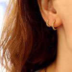 Imagem de beads golden huggie earring