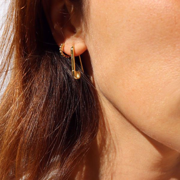 Picture of SAFETY PIN EARRING | GOLDEN