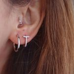 Imagem de Bar and shine huggie earring | silver