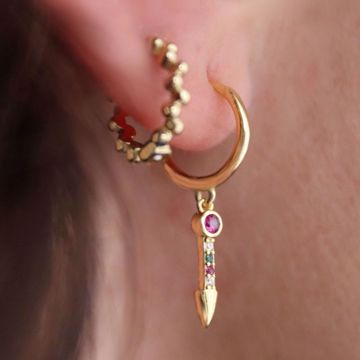 Picture of Arrow huggie earring | golden