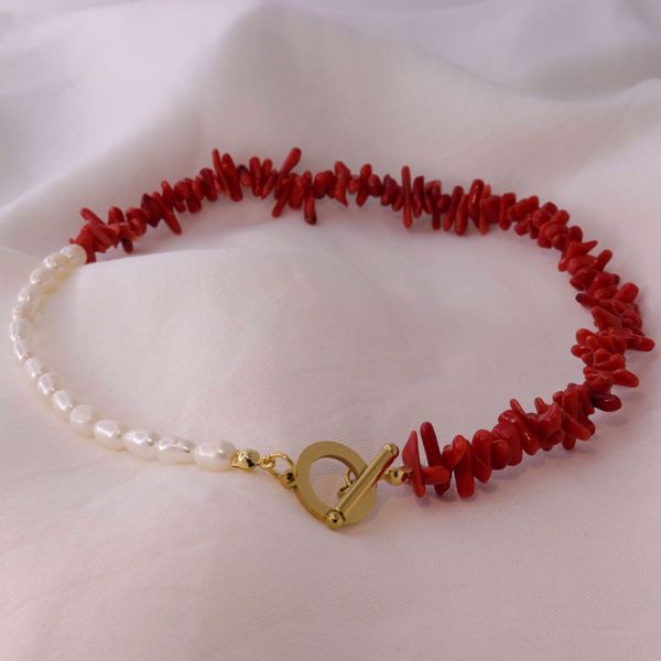 Imagem de Red coral and pearls necklace | golden