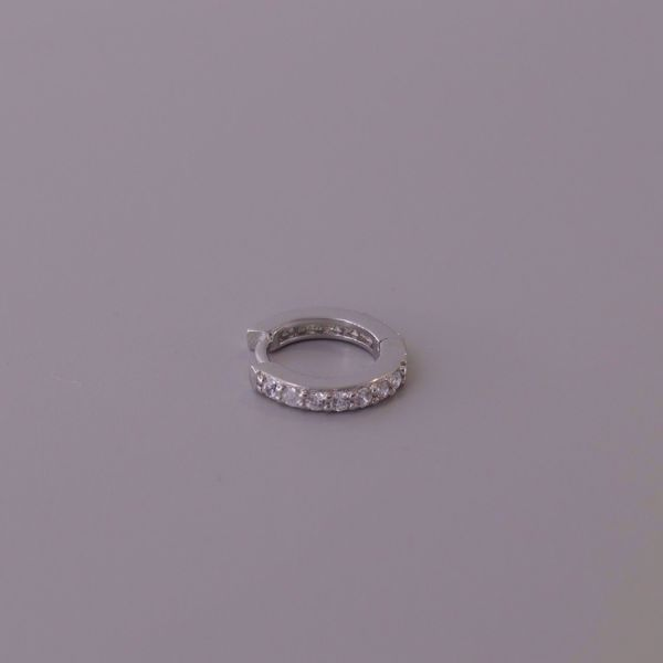 Imagem de Olivia huggie earring | silver