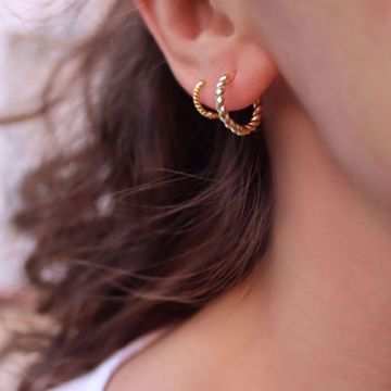 Picture of Mini twisted huggie earring | golden