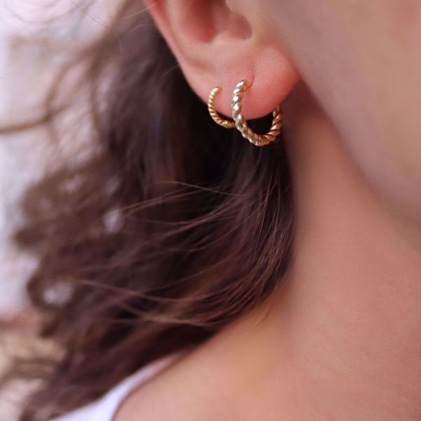 Picture of Mini twisted huggie earring   golden